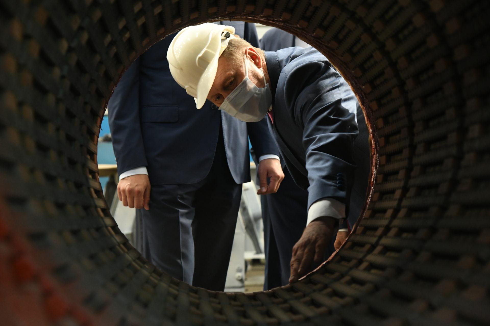 Мэр Новосибирска Анатолий Локоть посетил энергомашиностроительный завод ЭЛСИБ