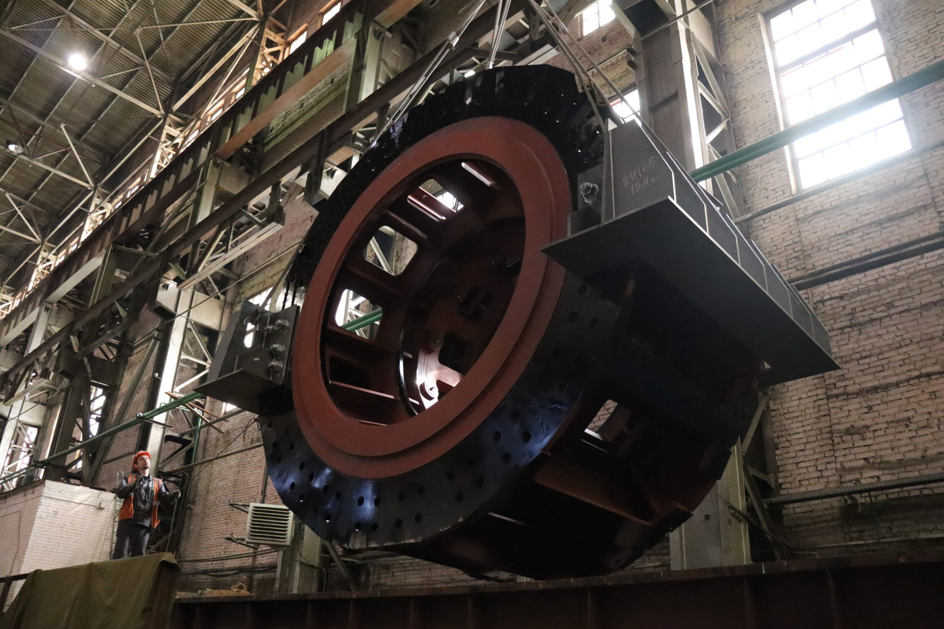ЭЛСИБ завершил отгрузку второго гидрогенератора для Иркутской ГЭС